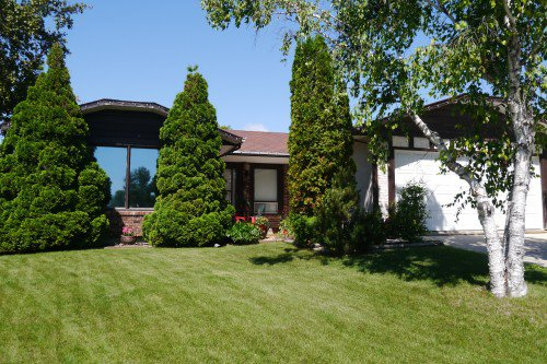 Main Photo: 19 Lake Linnet Place in Winnipeg: Waverley Heights Single Family Detached for sale (South Winnipeg)  : MLS®# 1529434