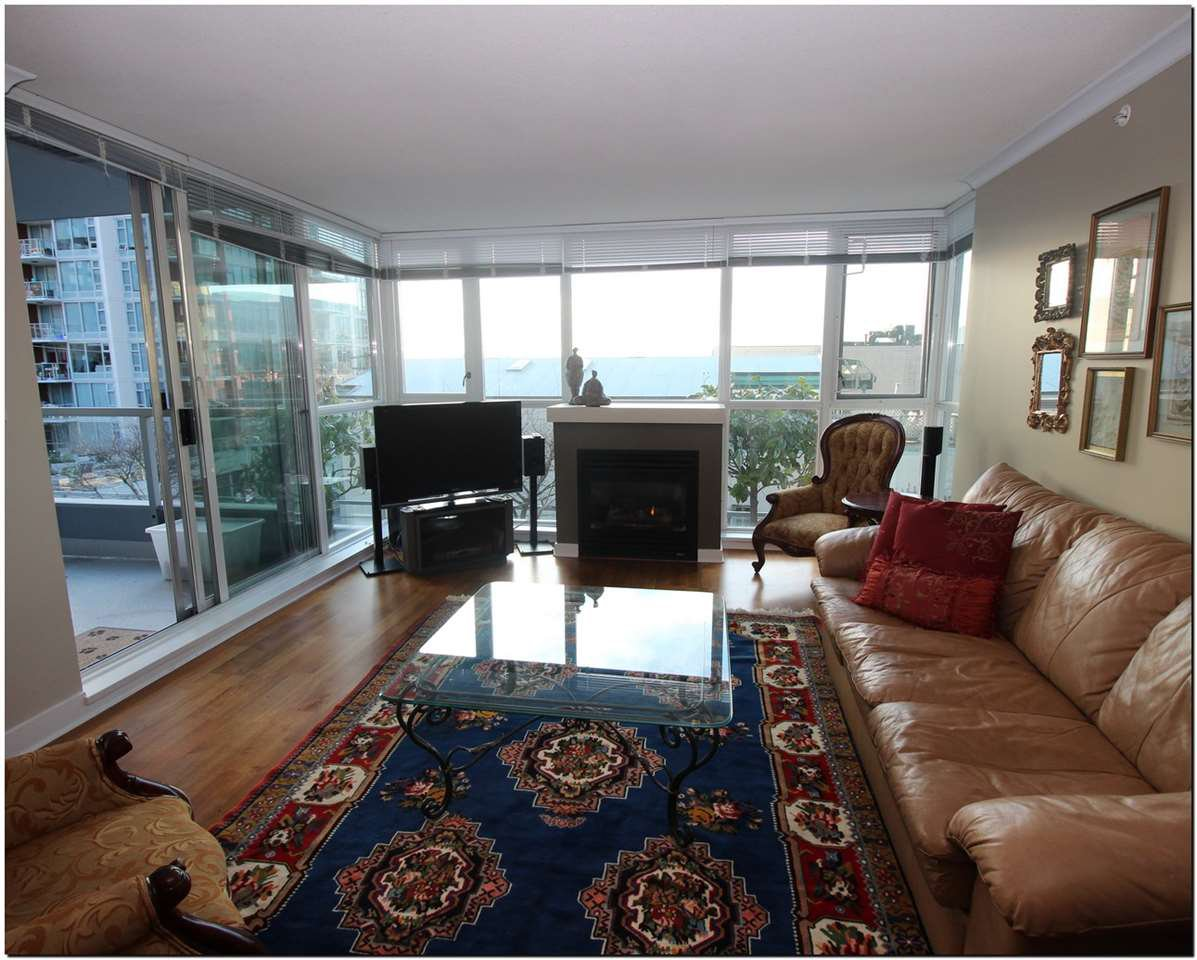 Photo 3: Photos: 302 121 W 16TH STREET in North Vancouver: Central Lonsdale Condo for sale : MLS®# R2035168