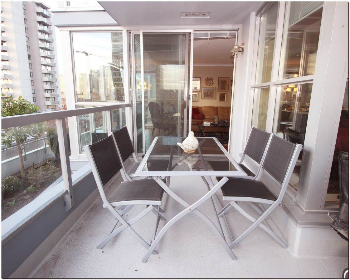 Photo 7: Photos: 302 121 W 16TH STREET in North Vancouver: Central Lonsdale Condo for sale : MLS®# R2035168