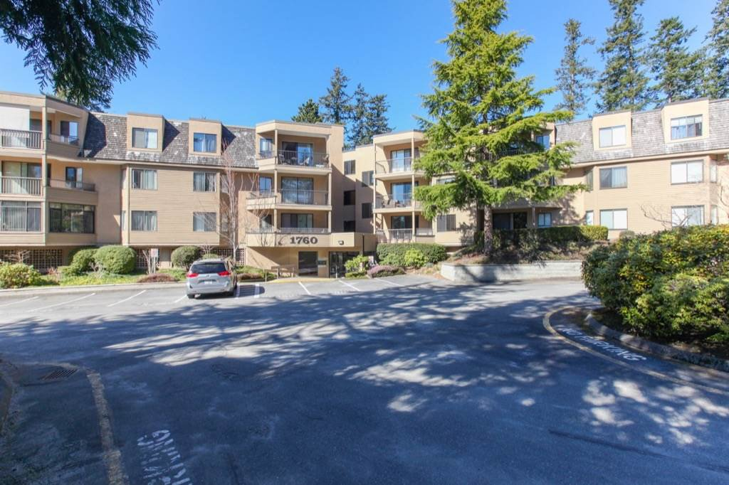 Main Photo: 309 1760 SOUTHMERE CRESCENT in Surrey: Sunnyside Park Surrey Condo for sale (South Surrey White Rock)  : MLS®# R2365149