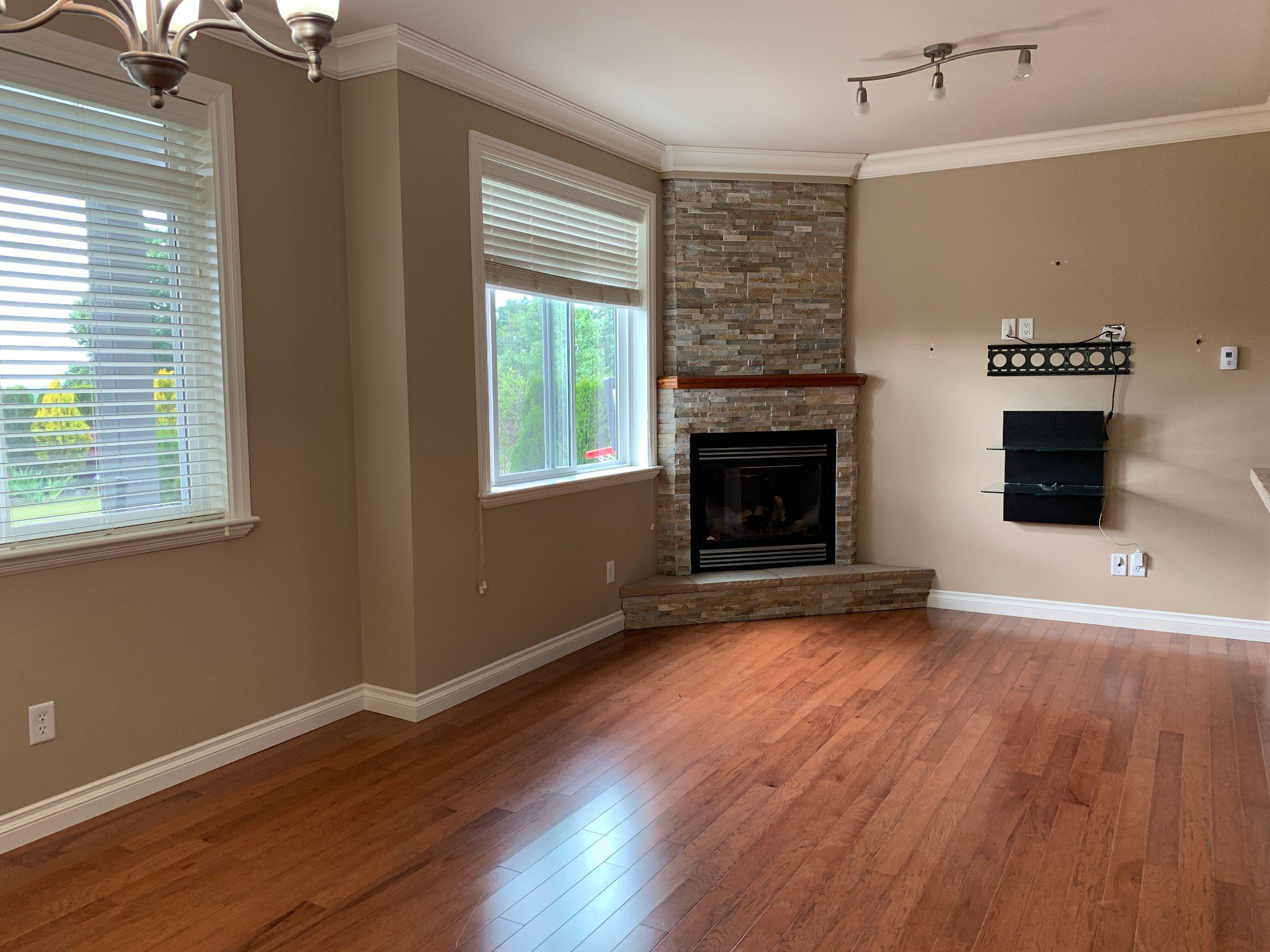 Photo 5: Photos: BSMT 3975 Caves Court in Abbotsford: Abbotsford East Condo for rent
