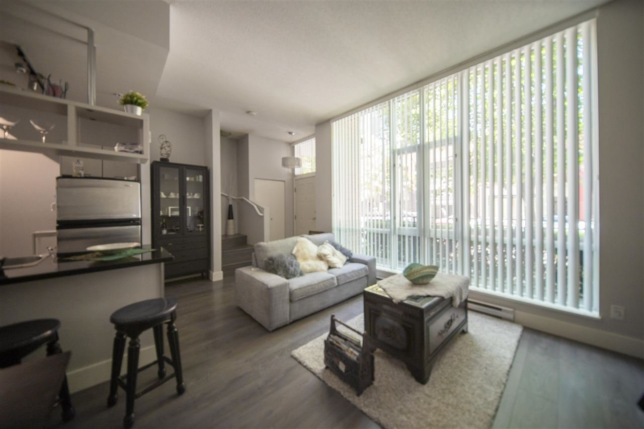 """Main Photo: 1060 SEYMOUR Street in Vancouver: Downtown VW Townhouse for sale in """"FREESIA"""" (Vancouver West)  : MLS®# R2388624"""