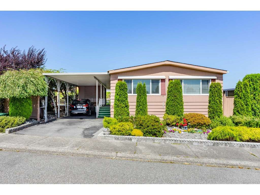 "Main Photo: 15851 NORFOLK Road in Surrey: King George Corridor Manufactured Home for sale in ""CRANLEY PARK"" (South Surrey White Rock)  : MLS®# R2428769"