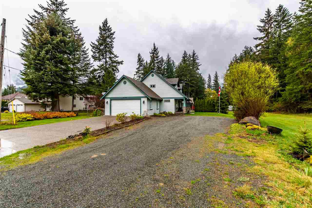 Main Photo: 65724 GARDNER Drive in Hope: Hope Kawkawa Lake House for sale : MLS®# R2451782