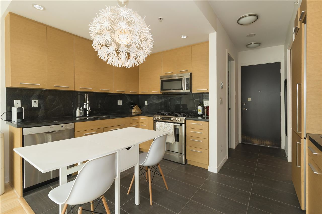 Main Photo: 406 2528 MAPLE Street in Vancouver: Kitsilano Condo for sale (Vancouver West)  : MLS®# R2482769