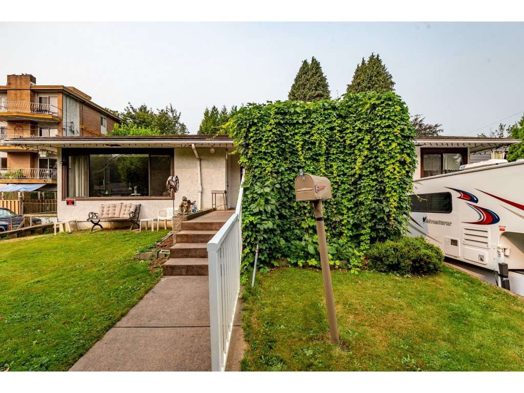 Photo 4: Photos: 2145 MCKENZIE Road in Abbotsford: Central Abbotsford House for sale : MLS®# R2498270