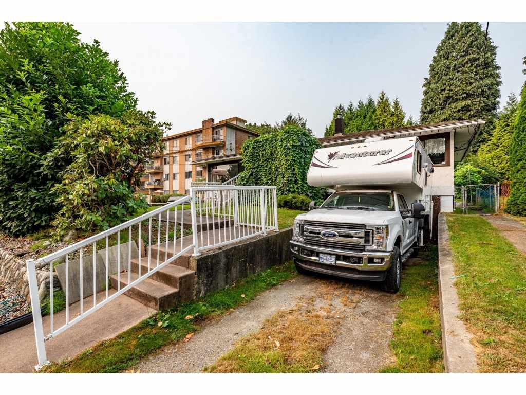 Photo 3: Photos: 2145 MCKENZIE Road in Abbotsford: Central Abbotsford House for sale : MLS®# R2498270