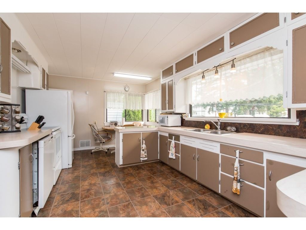 Photo 10: Photos: 2145 MCKENZIE Road in Abbotsford: Central Abbotsford House for sale : MLS®# R2498270