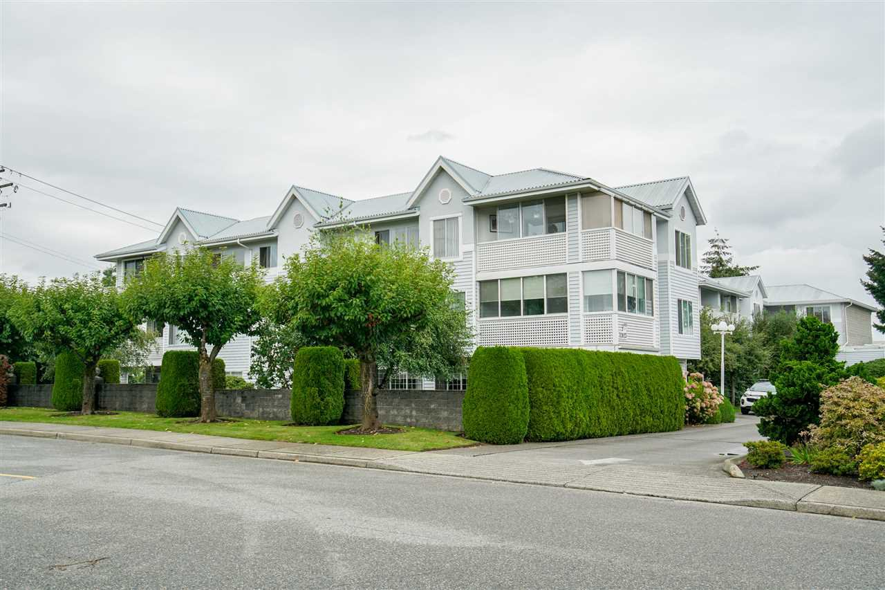 "Main Photo: 307 32823 LANDEAU Place in Abbotsford: Central Abbotsford Condo for sale in ""Park Place"" : MLS®# R2499937"