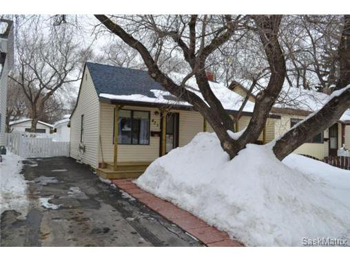 Main Photo: 421 Taylor STREET E in Saskatoon: Queen Elizabeth Single Family Dwelling for sale (Saskatoon Area 02)  : MLS®# 454549