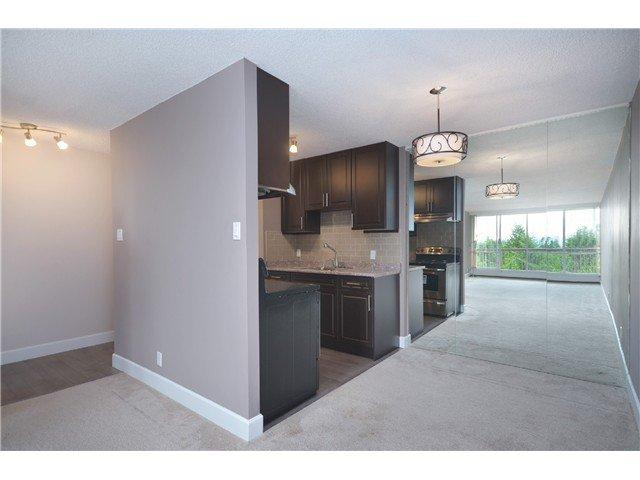 "Main Photo: 812 2012 FULLERTON Avenue in North Vancouver: Pemberton NV Condo for sale in ""WOODCRODT ESTATES"" : MLS®# V1021637"