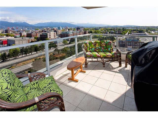 Main Photo: 1702 125 MILROSS AVENUE in : Mount Pleasant VE Condo for sale : MLS®# V950490