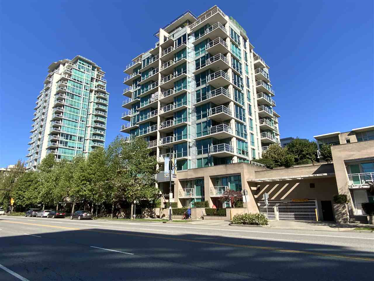 """Main Photo: TH15 168 E ESPLANADE in North Vancouver: Lower Lonsdale Townhouse for sale in """"The Pier"""" : MLS®# R2504583"""