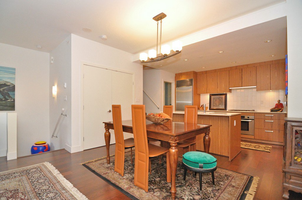 """Photo 7: Photos: 2370 PINE Street in Vancouver: Fairview VW Townhouse for sale in """"CAMERA"""" (Vancouver West)  : MLS®# V1018860"""