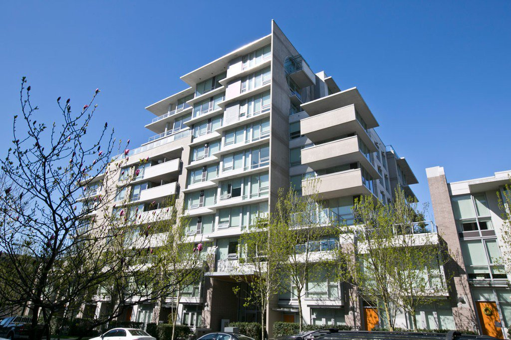"""Photo 2: Photos: 2370 PINE Street in Vancouver: Fairview VW Townhouse for sale in """"CAMERA"""" (Vancouver West)  : MLS®# V1018860"""
