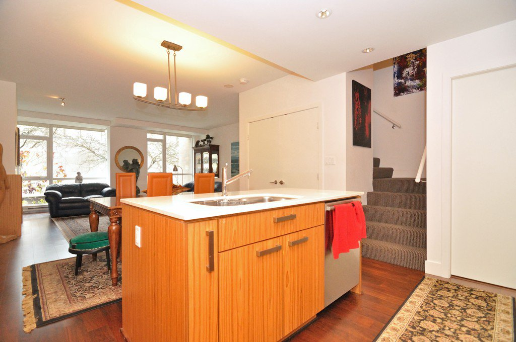 """Photo 5: Photos: 2370 PINE Street in Vancouver: Fairview VW Townhouse for sale in """"CAMERA"""" (Vancouver West)  : MLS®# V1018860"""