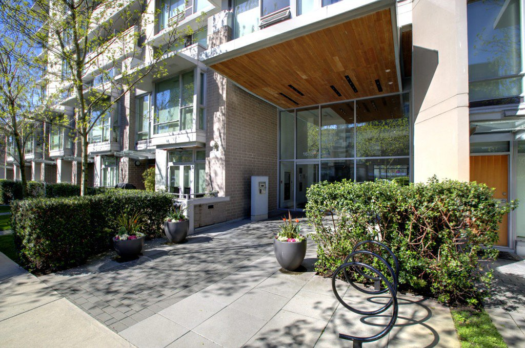 """Photo 3: Photos: 2370 PINE Street in Vancouver: Fairview VW Townhouse for sale in """"CAMERA"""" (Vancouver West)  : MLS®# V1018860"""