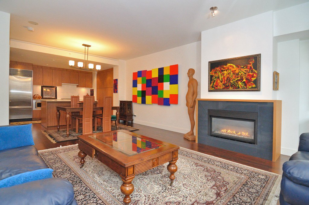 """Photo 10: Photos: 2370 PINE Street in Vancouver: Fairview VW Townhouse for sale in """"CAMERA"""" (Vancouver West)  : MLS®# V1018860"""