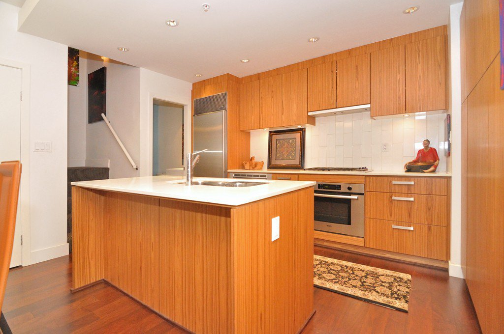 """Photo 12: Photos: 2370 PINE Street in Vancouver: Fairview VW Townhouse for sale in """"CAMERA"""" (Vancouver West)  : MLS®# V1018860"""