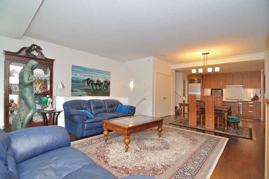 """Photo 11: Photos: 2370 PINE Street in Vancouver: Fairview VW Townhouse for sale in """"CAMERA"""" (Vancouver West)  : MLS®# V1018860"""