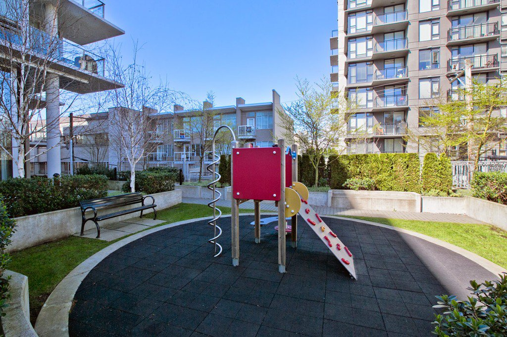 """Photo 33: Photos: 2370 PINE Street in Vancouver: Fairview VW Townhouse for sale in """"CAMERA"""" (Vancouver West)  : MLS®# V1018860"""