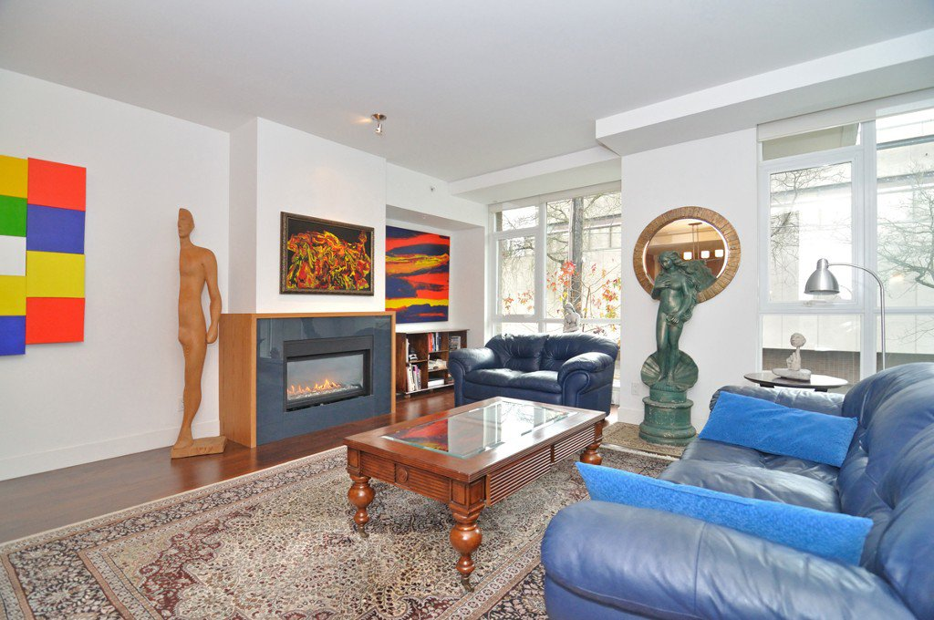 """Photo 4: Photos: 2370 PINE Street in Vancouver: Fairview VW Townhouse for sale in """"CAMERA"""" (Vancouver West)  : MLS®# V1018860"""