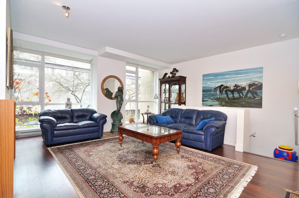 """Photo 6: Photos: 2370 PINE Street in Vancouver: Fairview VW Townhouse for sale in """"CAMERA"""" (Vancouver West)  : MLS®# V1018860"""