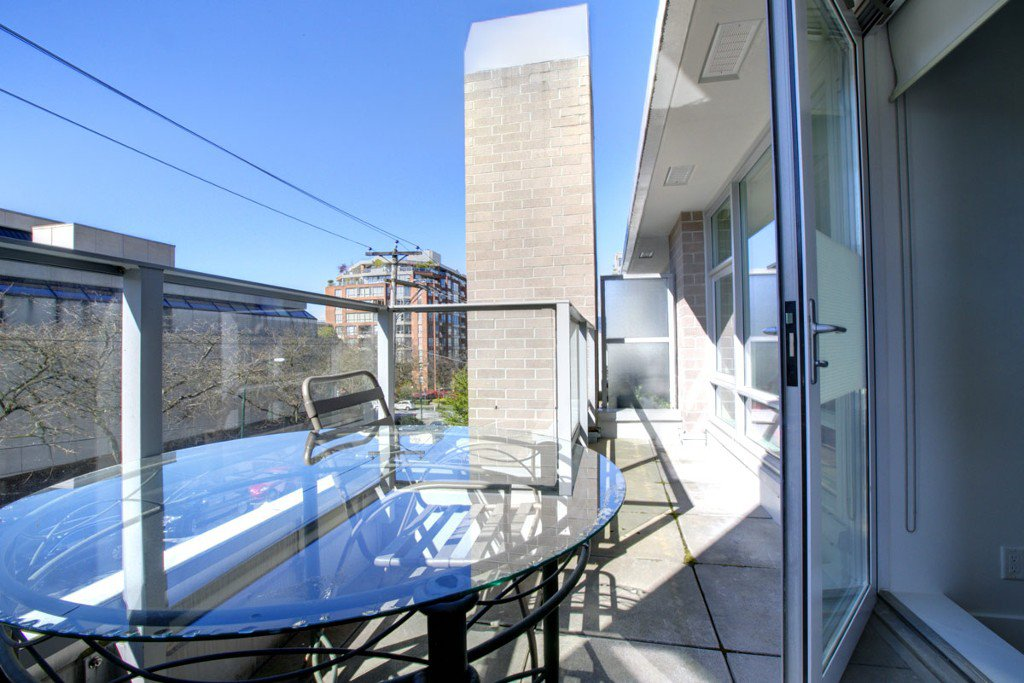 """Photo 14: Photos: 2370 PINE Street in Vancouver: Fairview VW Townhouse for sale in """"CAMERA"""" (Vancouver West)  : MLS®# V1018860"""