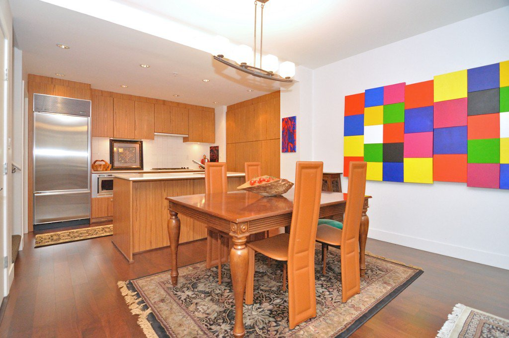 """Photo 9: Photos: 2370 PINE Street in Vancouver: Fairview VW Townhouse for sale in """"CAMERA"""" (Vancouver West)  : MLS®# V1018860"""