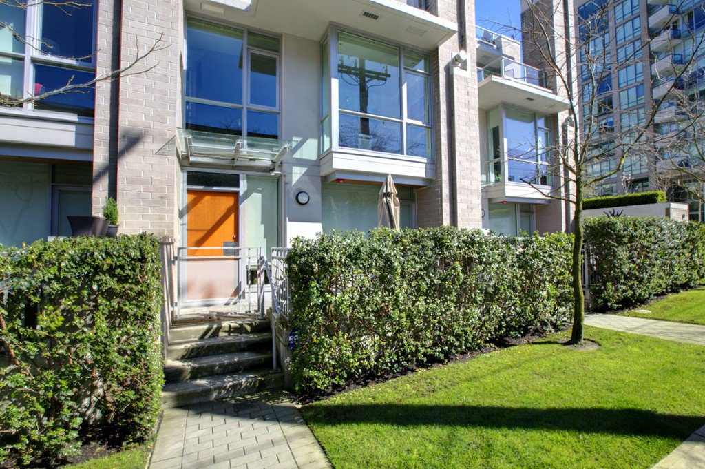 """Photo 25: Photos: 2370 PINE Street in Vancouver: Fairview VW Townhouse for sale in """"CAMERA"""" (Vancouver West)  : MLS®# V1018860"""