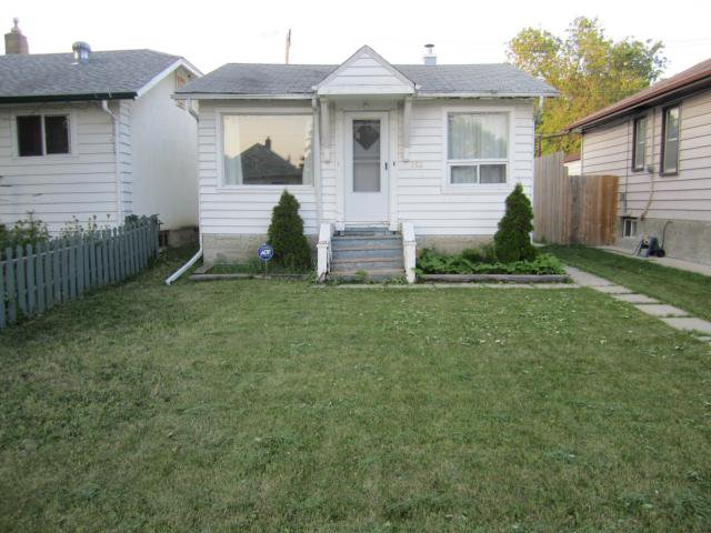 Main Photo: 253 Winterton Avenue in Winnipeg: East Kildonan Residential for sale ()  : MLS®# 1215463