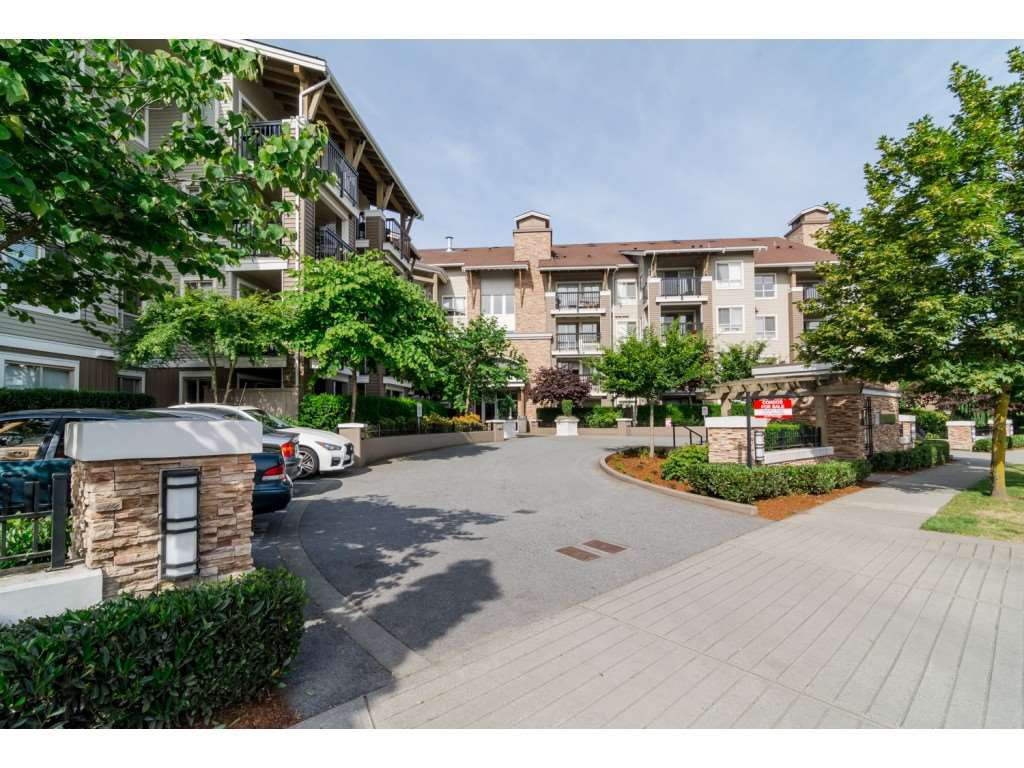 "Main Photo: 304 8915 202ND Street in Langley: Walnut Grove Condo for sale in ""Hawthorne"" : MLS®# R2420017"