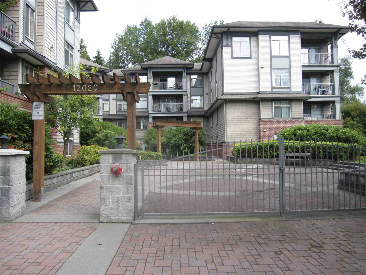 Main Photo: 306 12020 207A Street in Maple Ridge: Northwest Maple Ridge Condo for sale : MLS®# R2518444