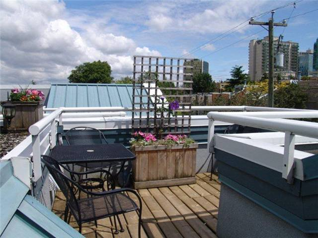 "Main Photo: 16 877 W 7TH Avenue in Vancouver: Fairview VW Townhouse for sale in ""THE EMERALD"" (Vancouver West)  : MLS®# V978833"