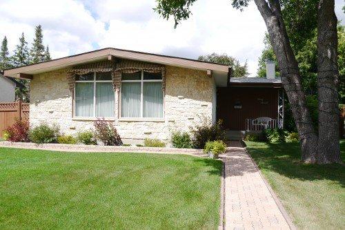 Main Photo: 47 Fordham Bay in Winnipeg: Fort Richmond Single Family Detached for sale (South Winnipeg)  : MLS®# 1519940