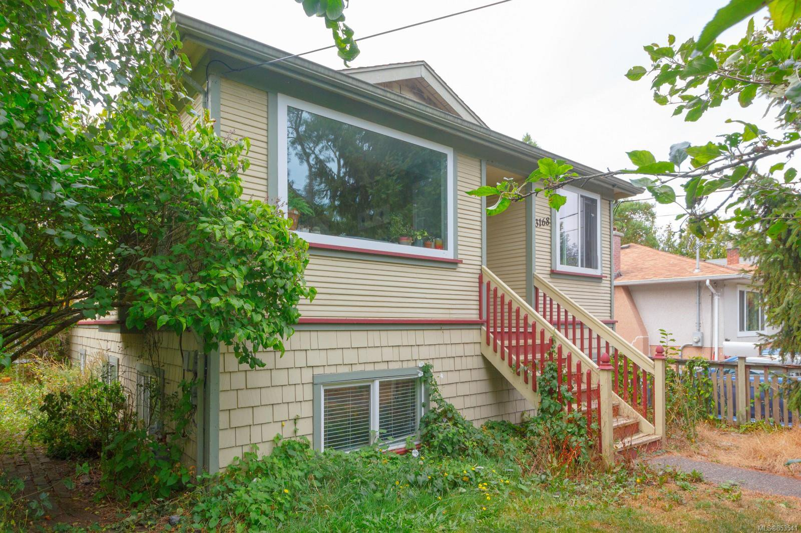 Main Photo: 3168 Jackson St in : Vi Mayfair House for sale (Victoria)  : MLS®# 853541