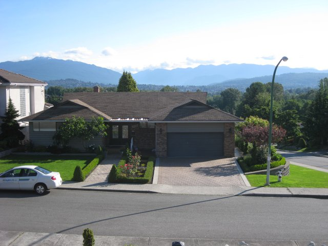 Main Photo: 4237 hazelwood cr in burnaby: House for sale