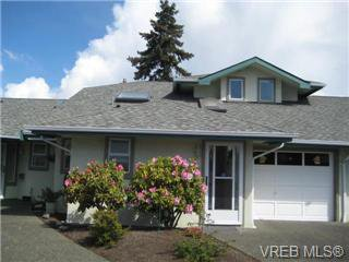Main Photo: 16 1717 Blair Ave in Victoria: Townhouse for sale (Saanich East)  : MLS®# 277842