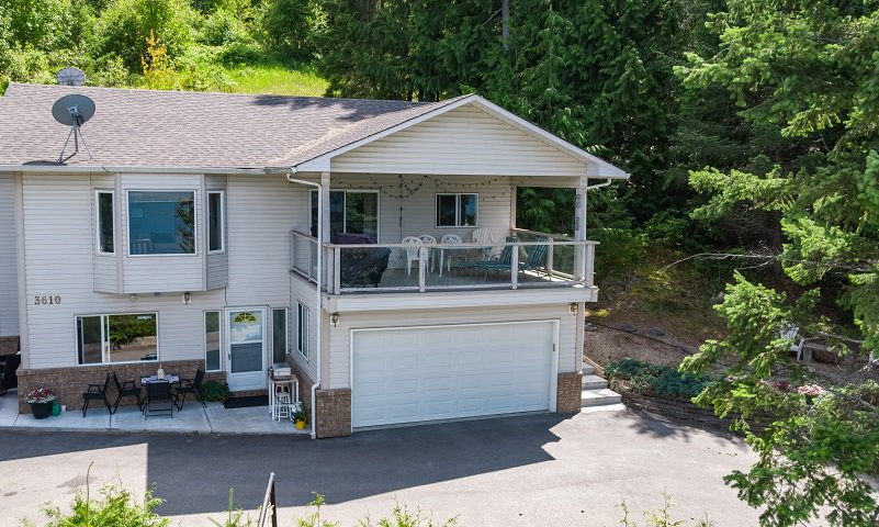 Main Photo: A 3610 Eagle Bay Road in Eagle Bay: Hummingbird Bay House for sale (EAGLE BAY)  : MLS®# 10186976