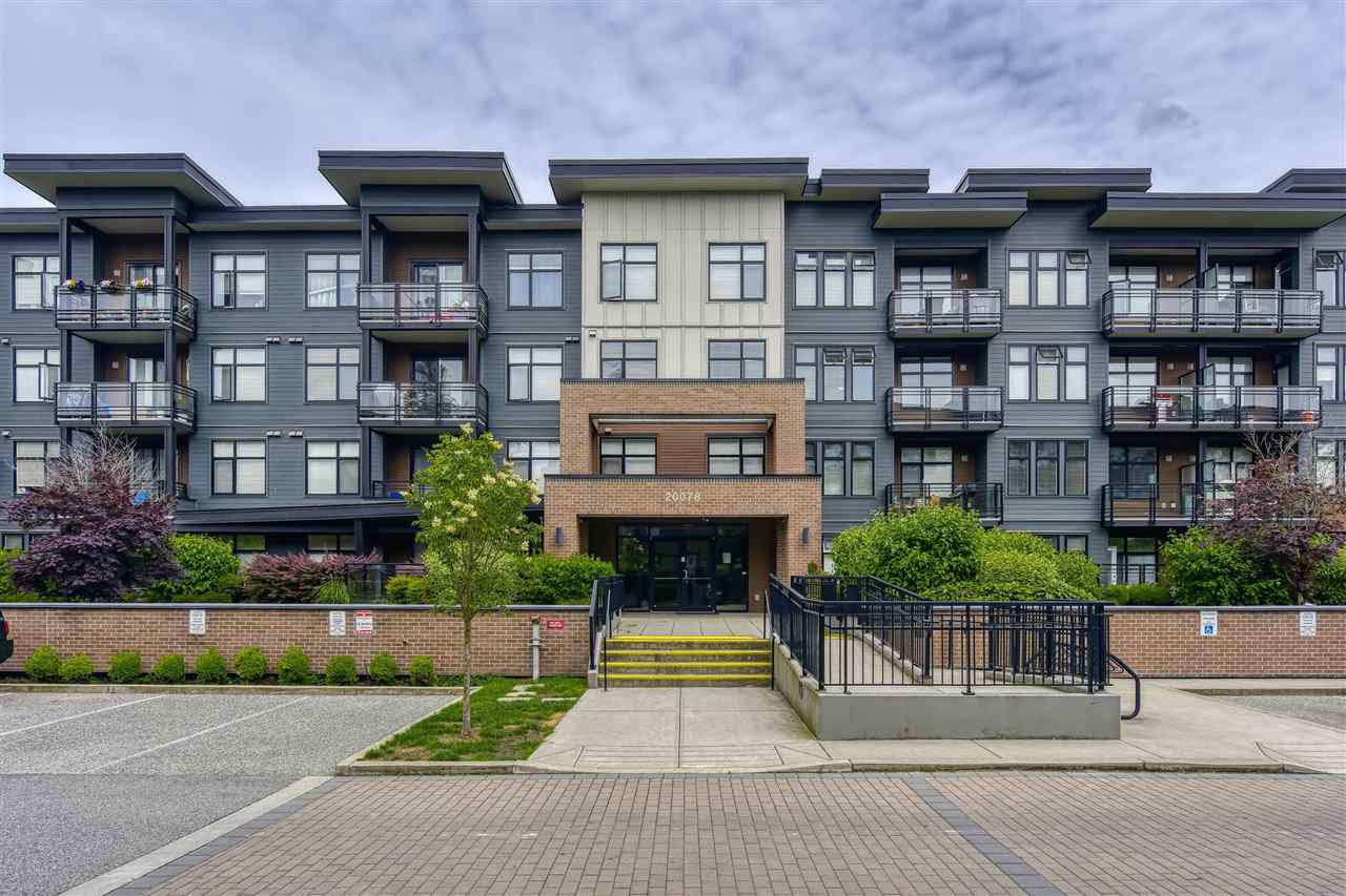 """Main Photo: 318 20078 FRASER Highway in Langley: Langley City Condo for sale in """"VARSITY"""" : MLS®# R2465354"""