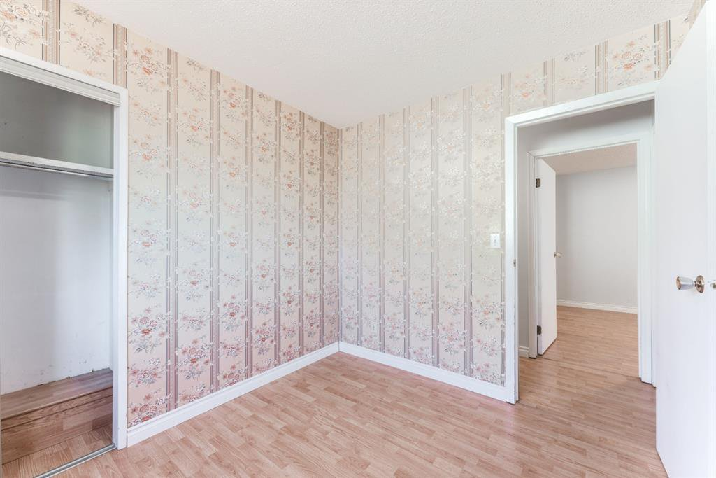 Photo 18: Photos: 534 QUEENSLAND Place SE in Calgary: Queensland Semi Detached for sale : MLS®# A1020359