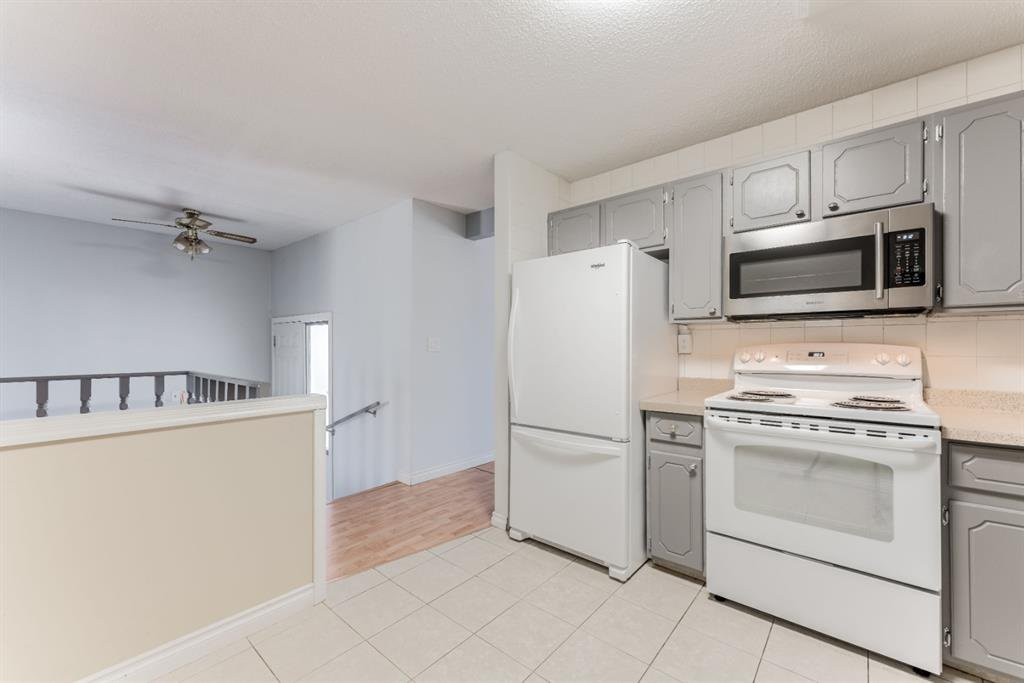 Photo 12: Photos: 534 QUEENSLAND Place SE in Calgary: Queensland Semi Detached for sale : MLS®# A1020359