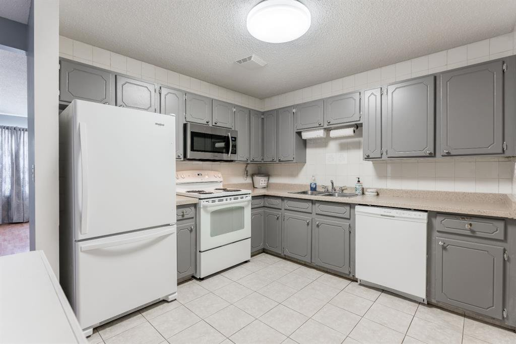 Photo 10: Photos: 534 QUEENSLAND Place SE in Calgary: Queensland Semi Detached for sale : MLS®# A1020359