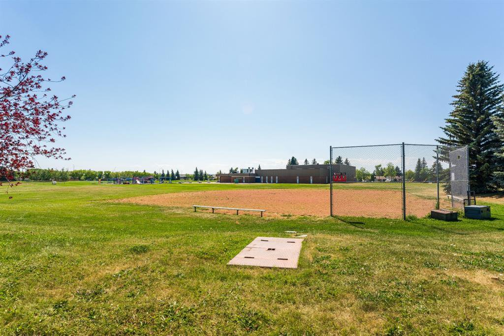 Photo 33: Photos: 534 QUEENSLAND Place SE in Calgary: Queensland Semi Detached for sale : MLS®# A1020359