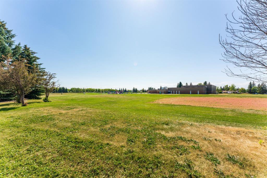 Photo 32: Photos: 534 QUEENSLAND Place SE in Calgary: Queensland Semi Detached for sale : MLS®# A1020359