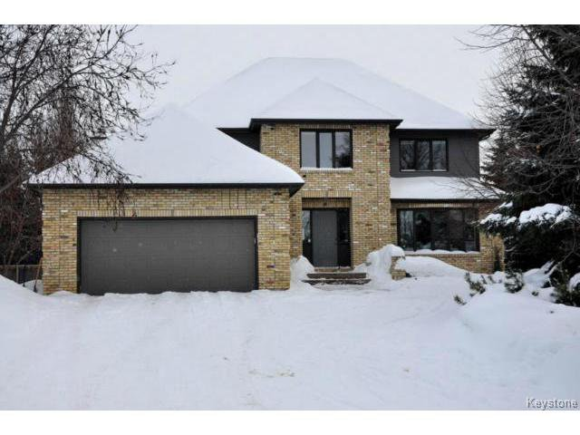 Main Photo: 14 Dumfries Place in Winnipeg: Single Family Detached for sale (Tuxedo)  : MLS®# 1301977