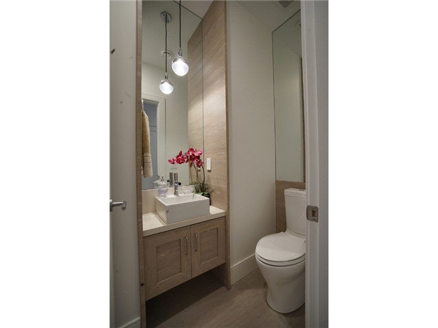 Photo 7: Photos: 4268 Inverness Street in Vancouver: Knight House 1/2 Duplex for sale (Vancouver East)  : MLS®# V1130624