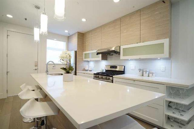 Photo 5: Photos: 4268 Inverness Street in Vancouver: Knight House 1/2 Duplex for sale (Vancouver East)  : MLS®# V1130624