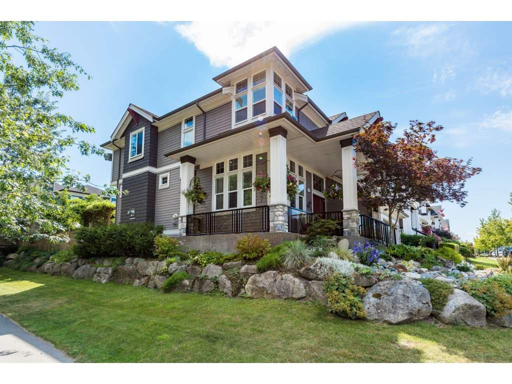 Photo 2: Photos: 19596 THORBURN WAY in Pitt Meadows: South Meadows House for sale : MLS®# R2292251