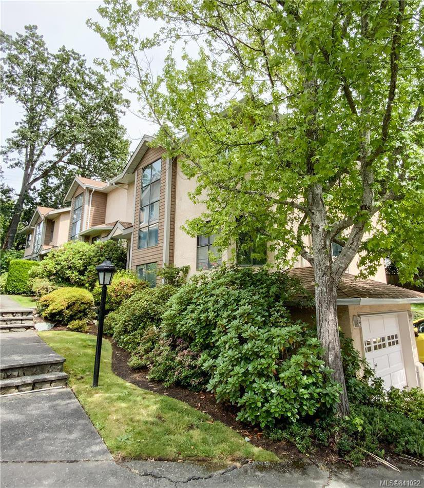 Main Photo: 4 4580 West Saanich Rd in Saanich: SW Royal Oak Row/Townhouse for sale (Saanich West)  : MLS®# 841922